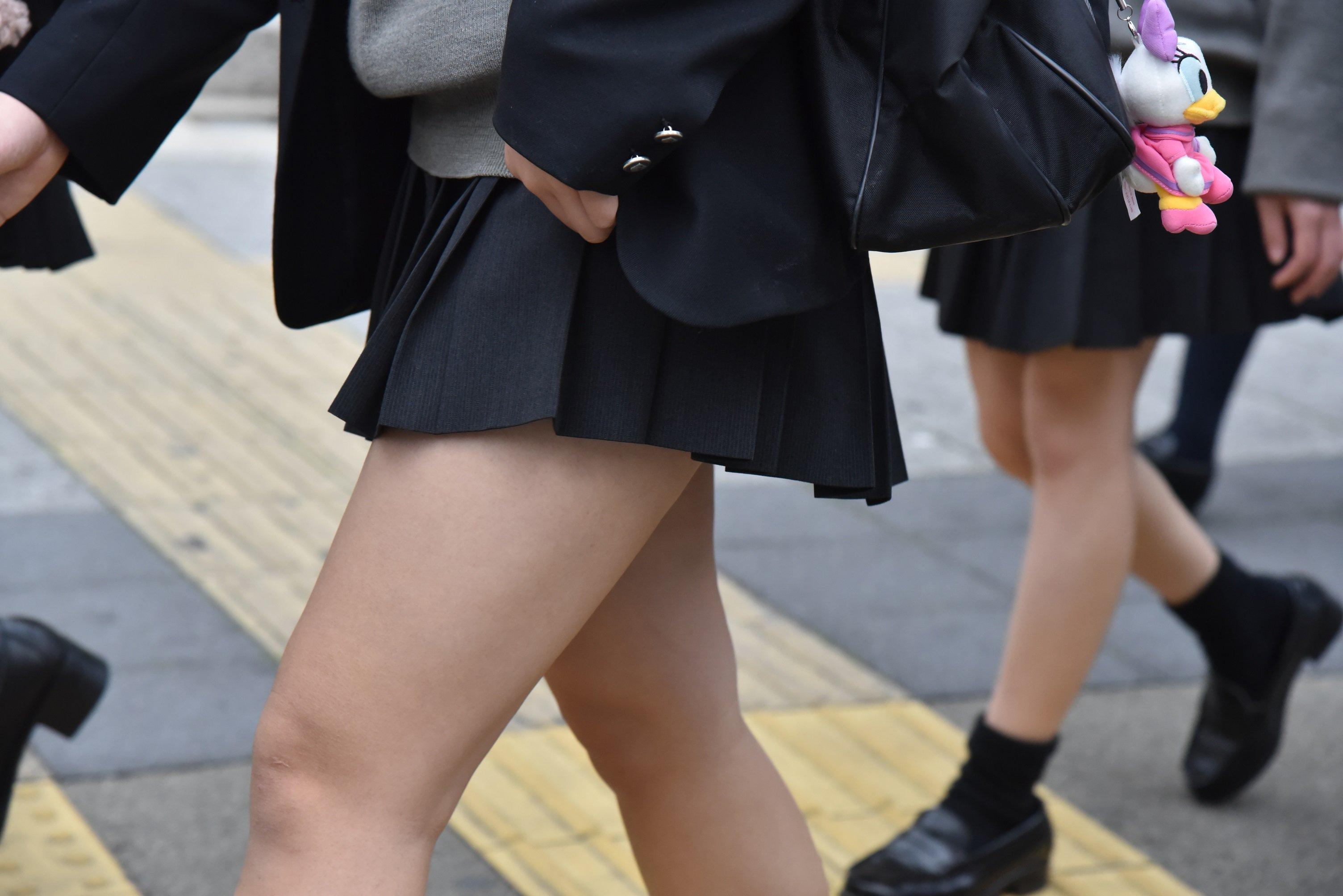 【画像あり】女子高生とかいう露出狂の無邪気な小悪魔www