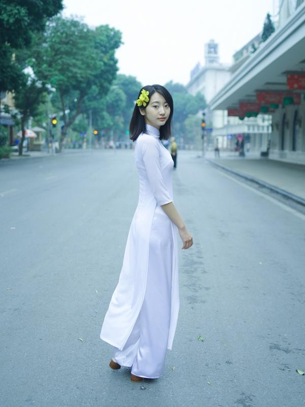 【画像あり】モデルの武田玲奈さん、ベトナムでの水着撮影に見物客がみとれて渋滞騒ぎに