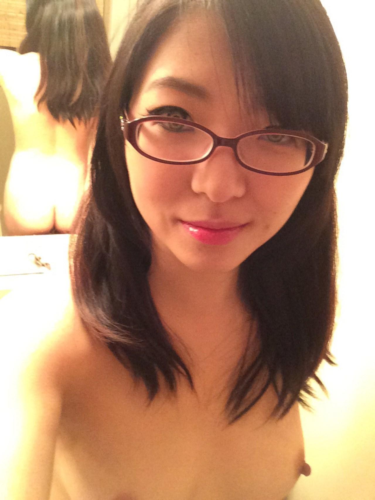 【画像・動画あり】スタバの女バリスタが脱いで裏垢にアップしてたエロエロ自撮り動画wwwwww