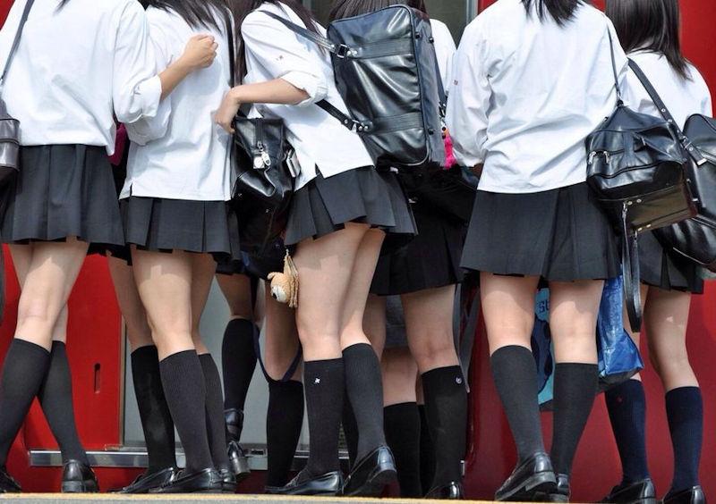 【画像あり】神奈川の制服JKのスカートの短さwwwwwwwwww