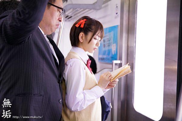 【画像】セクシー女優・希美まゆさん(29)、ピーマンの肉詰めを揚げる これはいいお嫁さんになれるわ