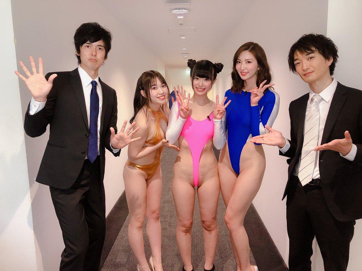 【画像】コスプレイヤーさん、超絶ハイレグ衣装でabemaTVに出てしまう