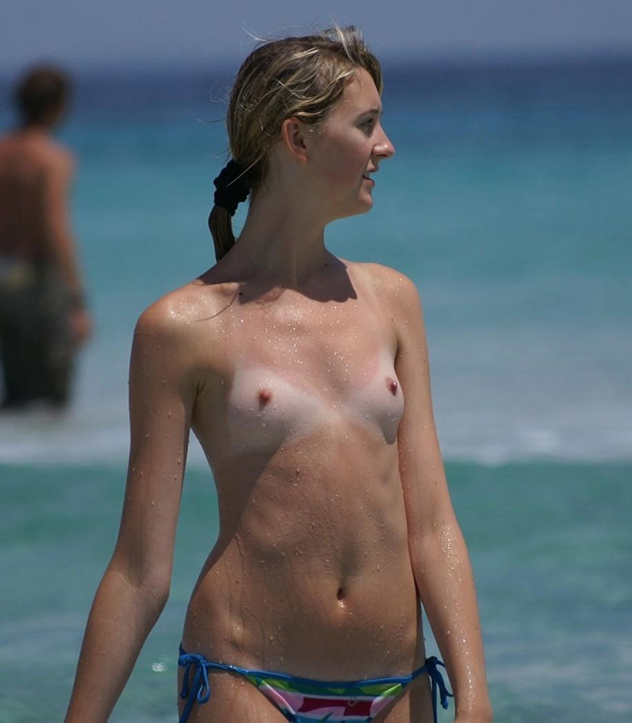 【画像あり】何で女の胸は巨乳じゃなくて貧乳の方がいいの?