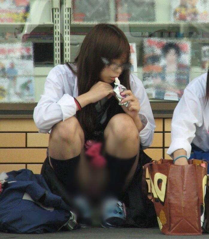 【朗報】最近の女子高生、いつもに増してエロすぎる