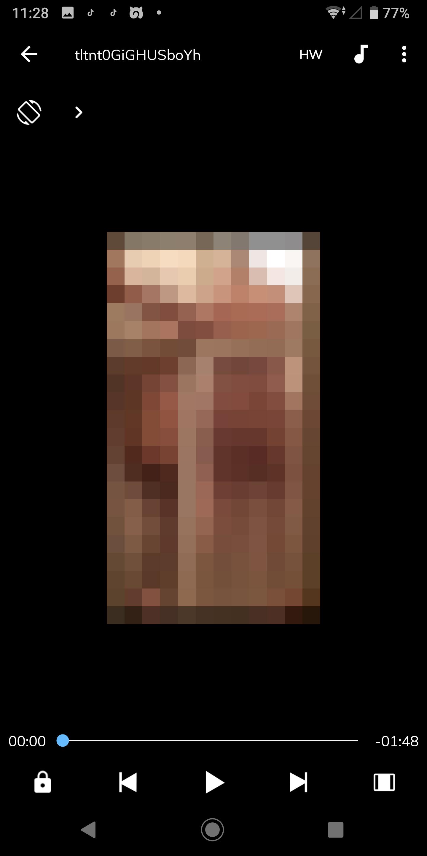 【動画】家の風呂場でJKがふざけてドアにケツ当ててて友達がそれ外から撮ってる動画貼ってくれ