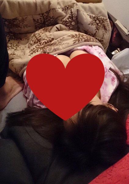 【画像】Twitter「姉ちゃんがオッパイ丸出しでコタツで寝てたw」パシャ
