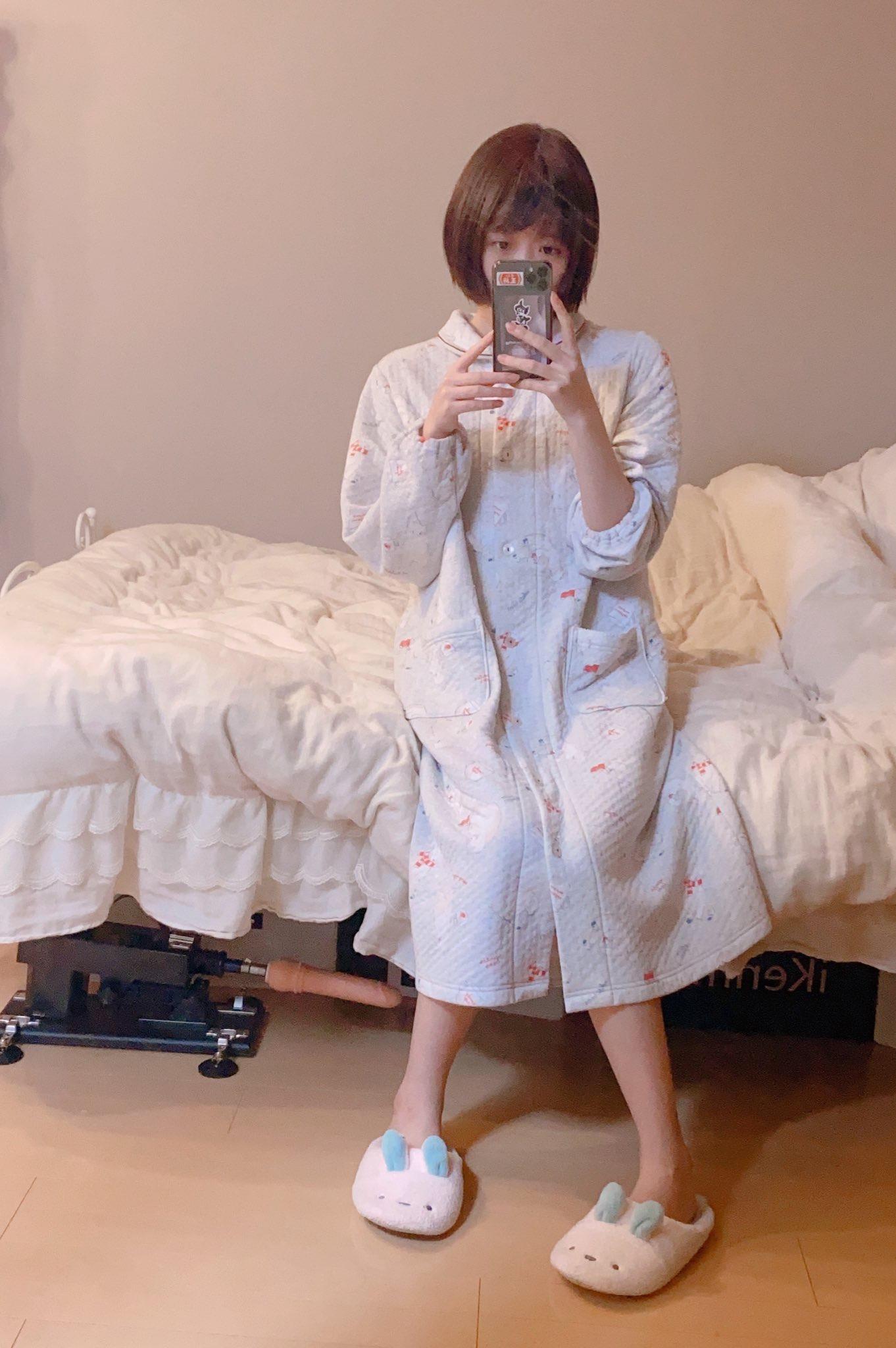 【悲報】美人まんさん うっかり鏡に映り込んでしまう