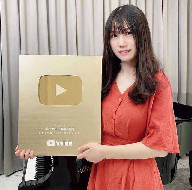 【悲報】台湾のおっぱいピアノyoutuber、顔面を開示してしまう