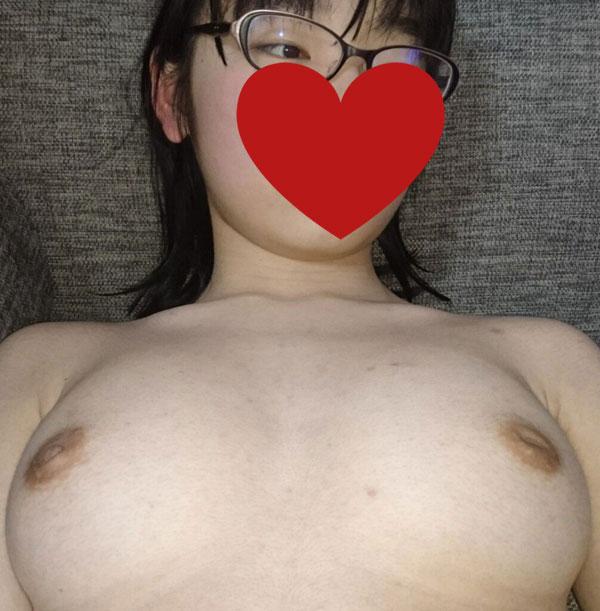 【悲報】陰キャ女さん、初彼氏とのH直前の恥ずかしい姿が流出してしまう(画像あり)