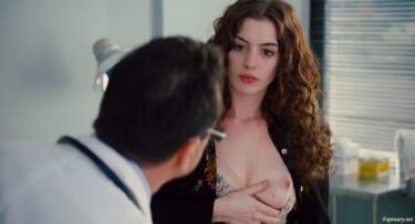 【画像あり】女優のアン・ハサウェイおっぱい公開!信者「うおおおおお!」
