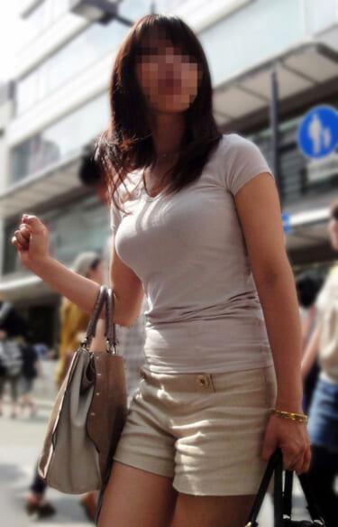 【画像】おっぱいがクッキリしてる服を着てる女の子