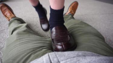 【悲報】大手予備校で足コキをするカップル、激写される